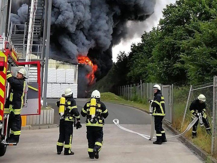 Großbrand in Chemiefabrik